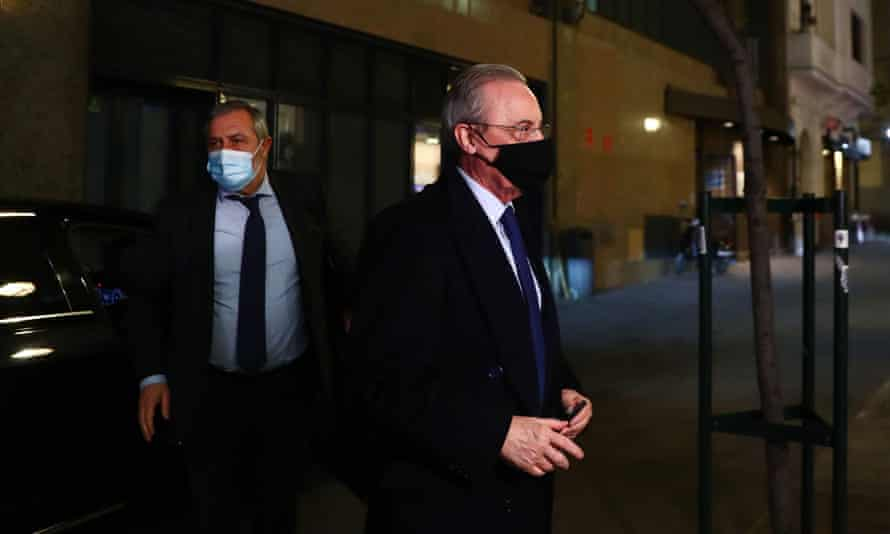 Florentino Pérez arrives at a Madrid radio station, where he discussed the Super League's collapse.