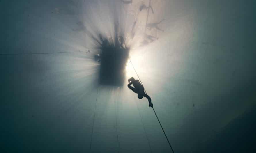William Trubridge on his way into the depths.