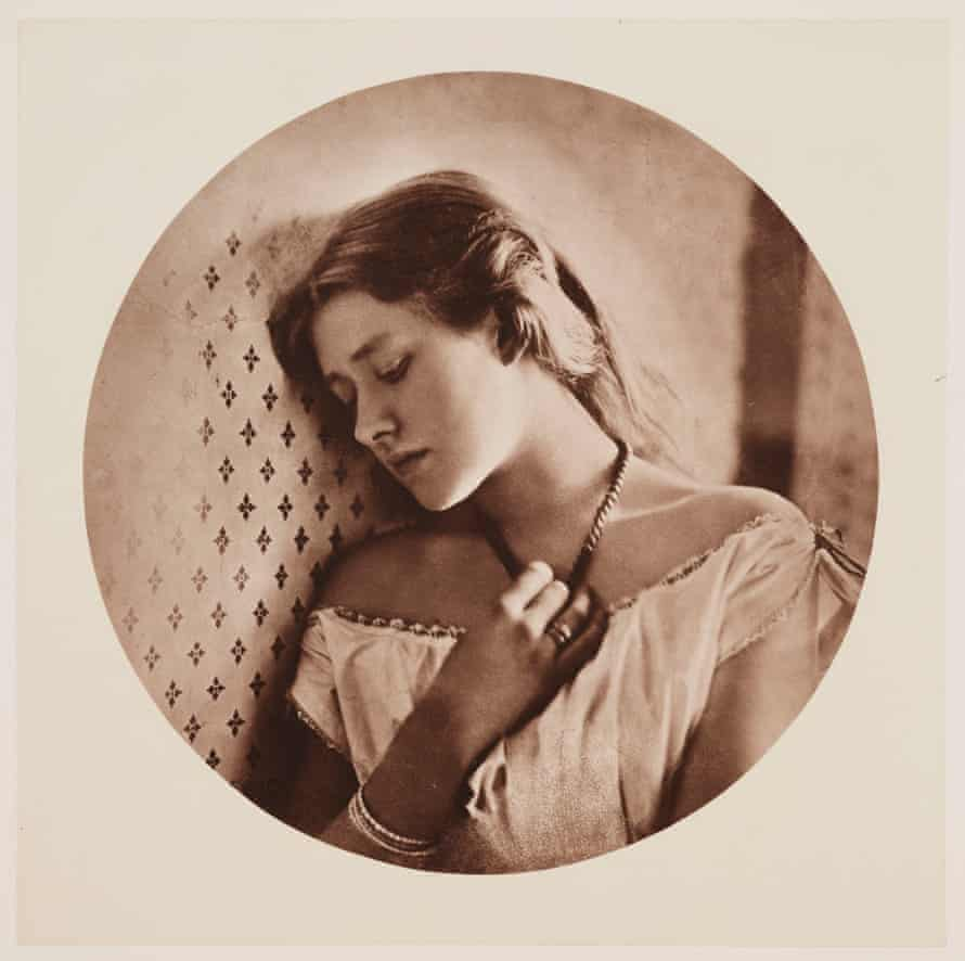 Ellen Terry at age of 16 in 1863.