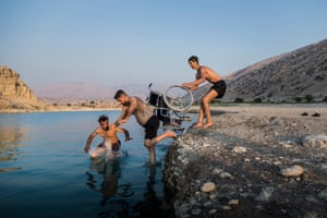 Sports – third prize, stories    Thoughts of Flight Saeed's brother and his friend push him towards the lake of Kosar Gachsaran Dam