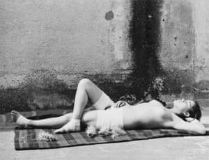 Manuel Alvarez Bravo<br>La buena fama durmiendo, 1938-39