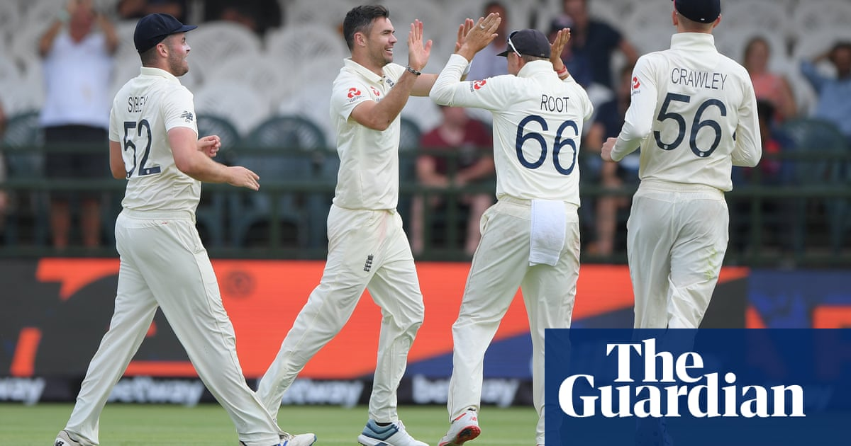 Jimmy Anderson strikes late but South Africa remain in hunt against England