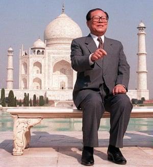 The then Chinese president, Jiang Zemin, at the Taj Mahal in November 1996