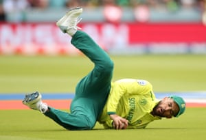 Duminy takes the catch to dismiss Imad for 23.