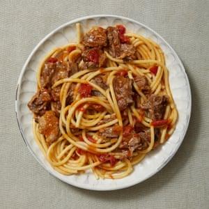 Bigoli with oxtail and tomato, by Lello Favuzzi.