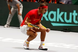 Nadal wins the first set.