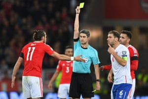 Spanish referee Alberto Undiano shows Gareth Bale a yellow card for dissent.