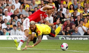 Watford's Roberto Pereyra is fouled by Arsenal's David Luiz resulting in a penalty.