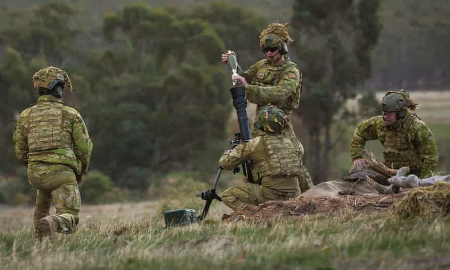 Australian soldiers preparing to fire mortars at Puckapunyal training area, Victoria, 17 May 2018.