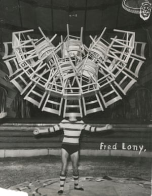 Fred Lony, Areos Zirkus. © Archive of Modern Conflict