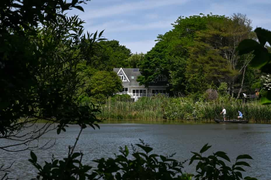 SOUTHAMPTON, NY - JUNE 10, 2021: A home along Lake Agawam, one of the most polluted lakes in New York, on Thursday, June 10, 2021 in Southampton, New York. CREDIT: Desiree Rios for the The Guardian