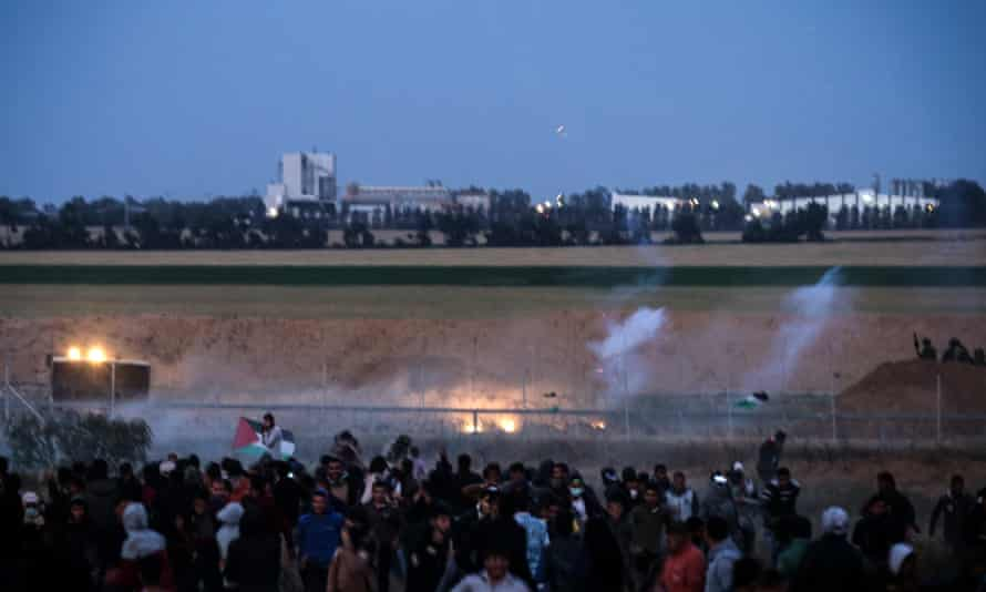 Palestinian protesters and Israeli troops at Khan Yunis in the Gaza Strip, on 4 April.