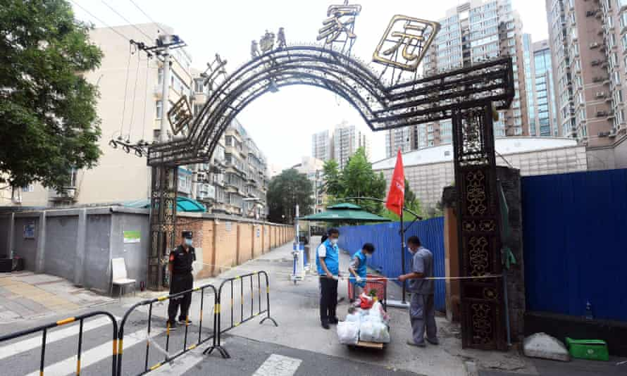 Volunteers deliver necessities ordered by residents in quarantine in Haidian district, Beijing