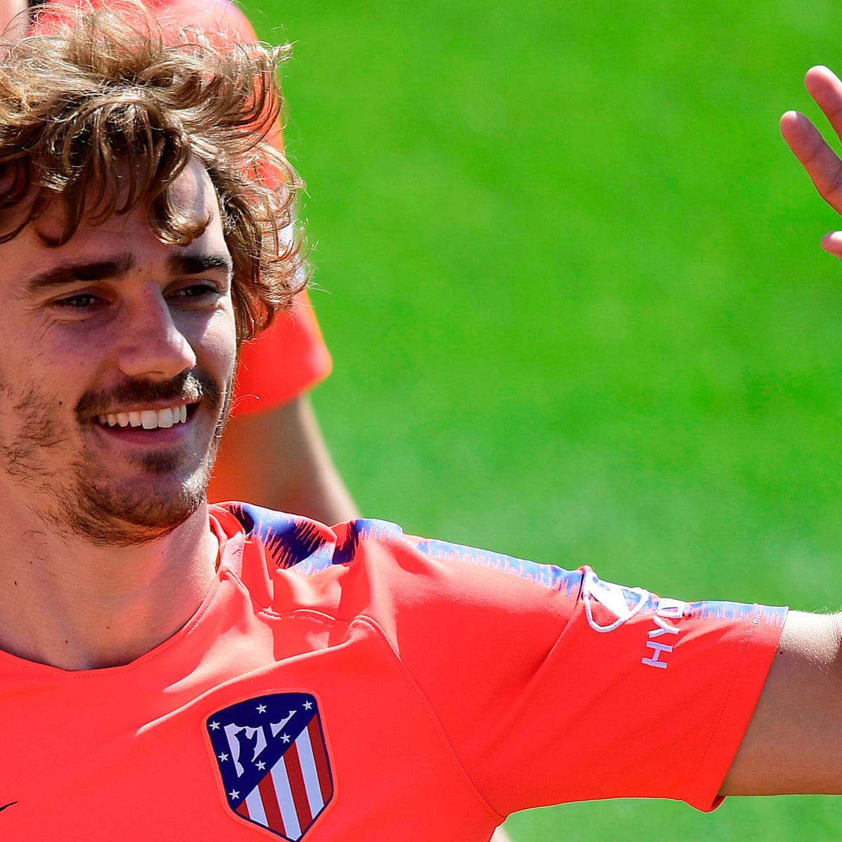 Barcelona Sign Antoine Griezmann And Make Buyout Clause 800m Barcelona The Guardian
