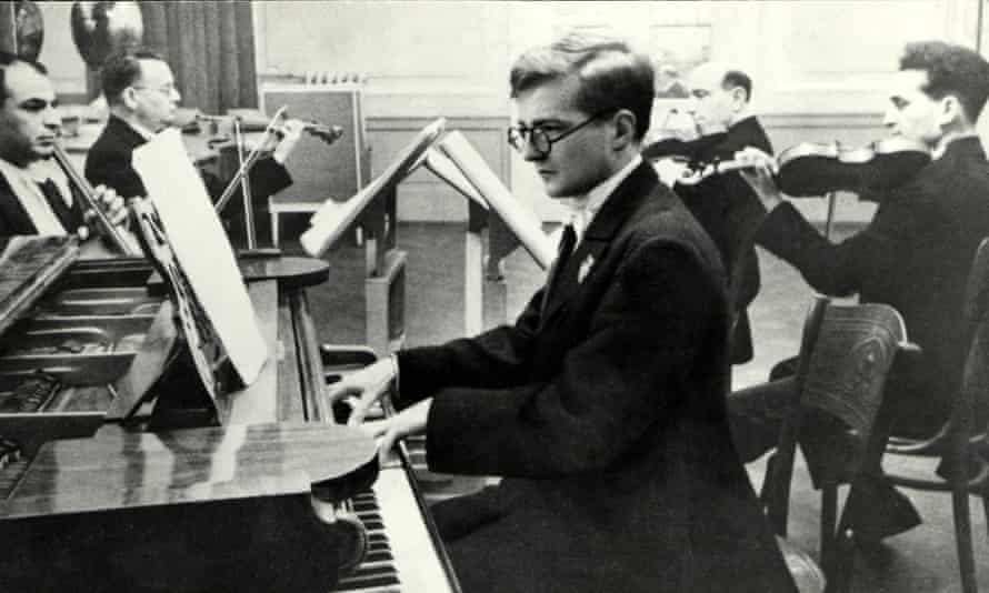 Dmitry Shostakovich with the Glazunov Quartet in 1940.