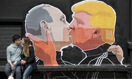 Graffiti depicting Vladimir Putin and Donald Trump