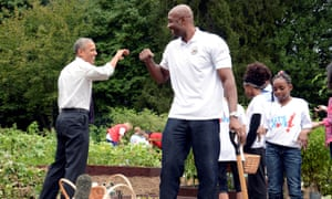Barack Obama gardens with Alonzo Mourning and cute kids. What's his secret?
