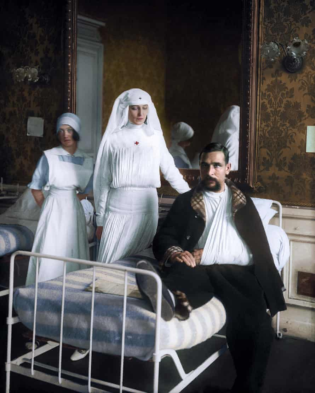 Russian dancer Ida Rubinstein, volunteering as a nurse in Paris in 1914: black and white image coloured by artist Marina Amaral
