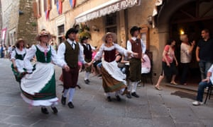 Festival of the Maggiolata in Lucignano.