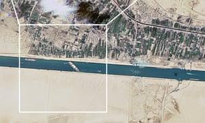یک تصویر ماهواره ای کانال سوئز را نشان می دهد که توسط کشتی کانتینر گیر Ever Given مسدود شده است.