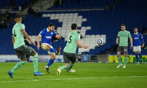 Neal Maupay goes close for the Seagulls.