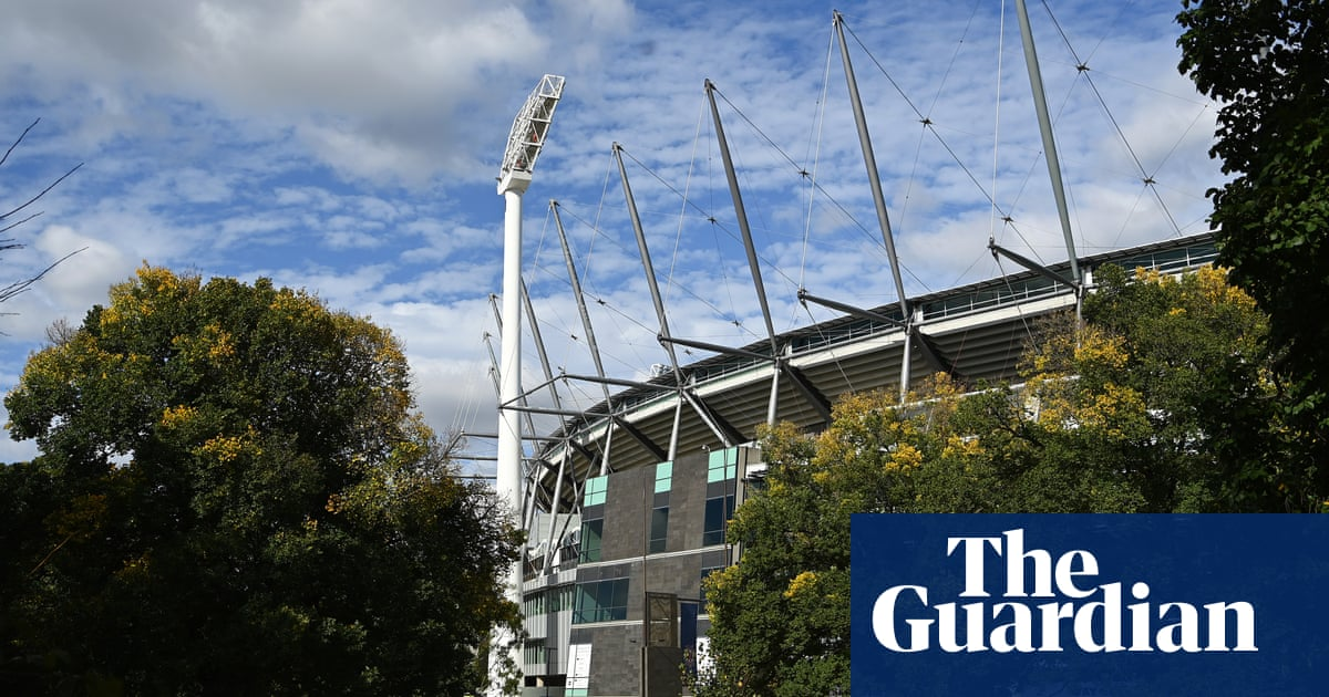 Victoria Covid outbreak: alert issued for AFL fans after positive case attended MCG game