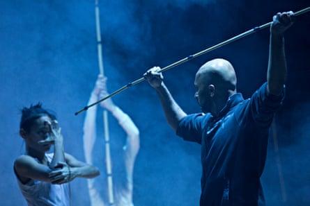 Christine Joy Ritter, Ching-Ying Chien and Akram Khan rehearsing <em>Until the Lions</em>.