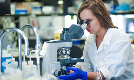 Woman research scientist working in laboratory2AGR0JM Woman research scientist working in laboratory