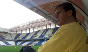 Leeds manager David O''Leary prepares to face Deportivo La Coruña in the quarter-finals of the Champions League in 2001.