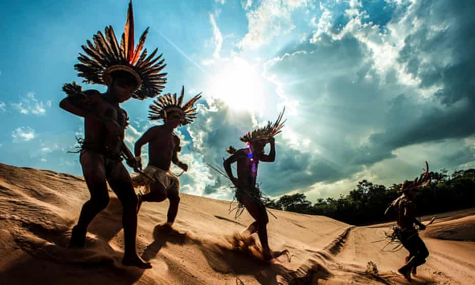 Asurini do Tocantins tribe hunting
