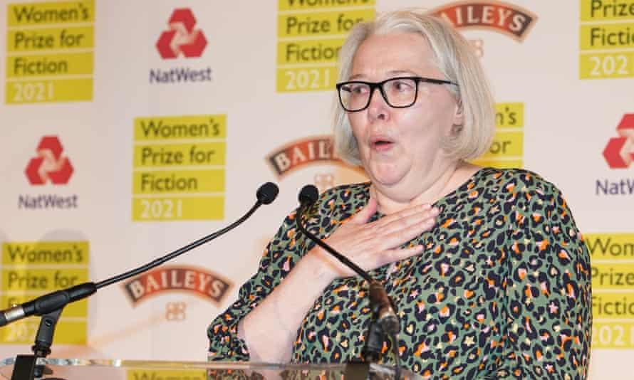 Susanna Clarke accepting the Women's prize   2021 for Piranesi