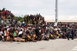 A crowd of people gathered outside Jacksons International Airport in Port Moresby on 14 March, 2021 to bid farewell to the casket of Papua New Guinea's first prime minister Michael Somare, who died in late February.