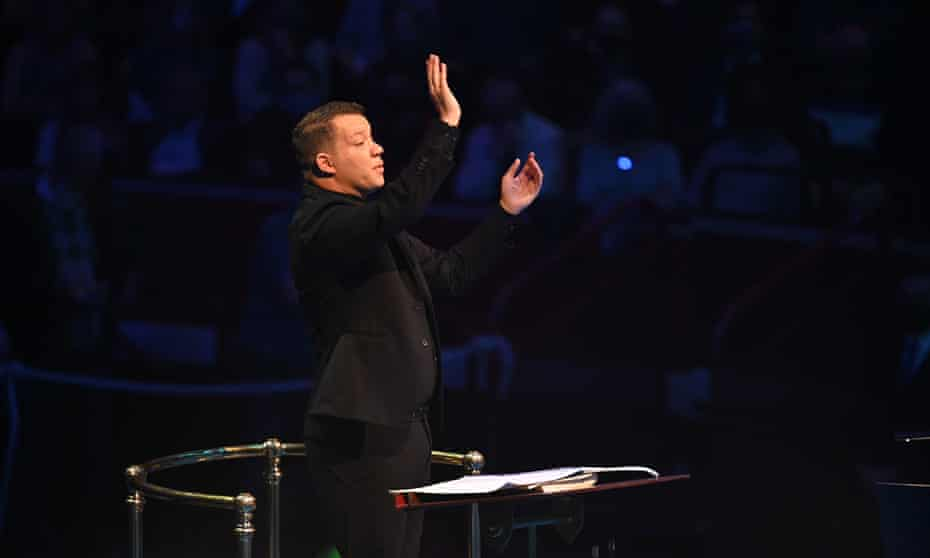 Ryan Bancroft conducting the BBC National Orchestra of Wales at the 2021 Proms.