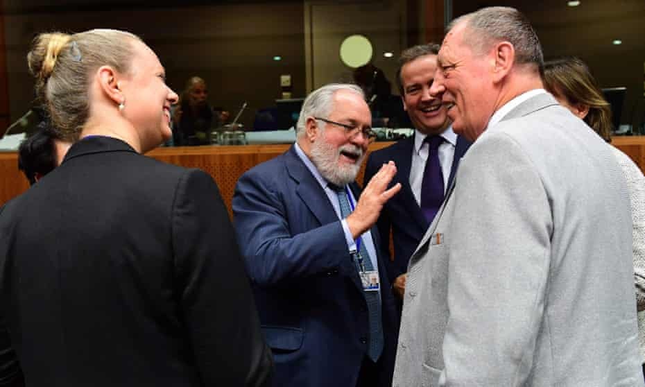 Polish environment minister Jan Szyszko (R), European climate commissioner Miguel Arias Cañete (C) and Luxembourg's environment minister Carole Dieschbourg attend the environment summit in Brussels on 30 September