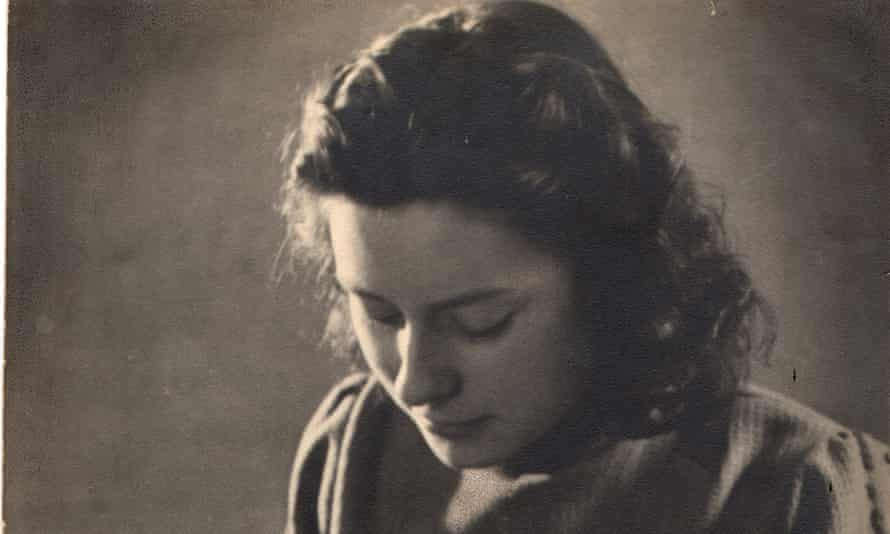 Freddie Oversteegen in 1943, when her innocent appearance made her an invaluable resistance fighter.