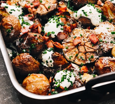 Naughty crispy potatoes with whole heads of garlic