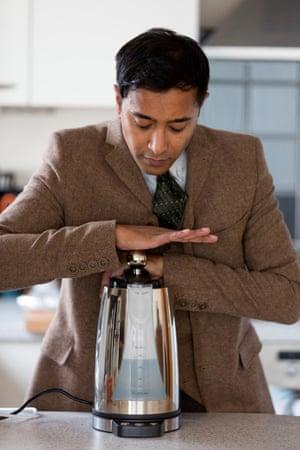 Rhik Samadder with the EcoLogyk kettle