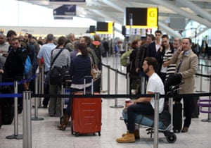 Queue in terminal 5 of Heathrow airport in 2015.