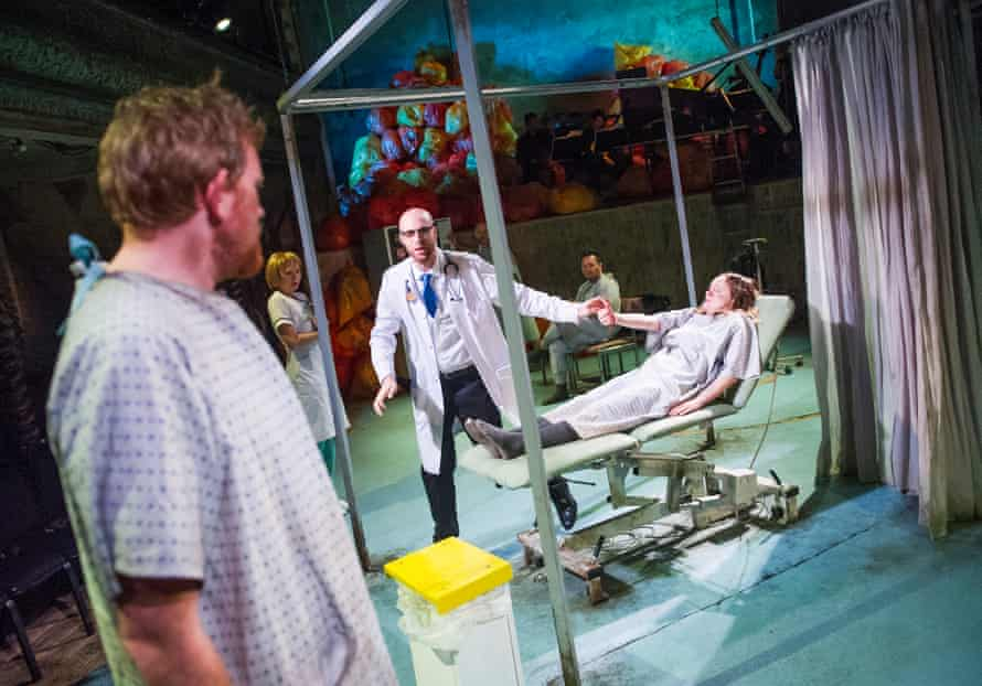 Nicholas Merryweather (Povero), Jonathan Sells (Medico) and Rebecca Moon (Innamorato) in L'Ospedale.