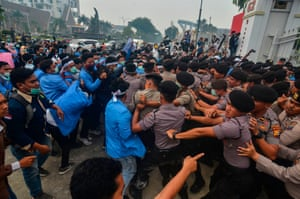 Pekanbaru, Indonesia: Hundreds of Indonesian students gather to protest, demanding that the government to do more to fight the raging forest fires in the region