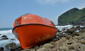 A disposable lifeboat provided by the Australian navy to return asylum seekers to Indonesia washed up on the coast of central Java.