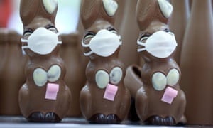 Easter bunnies in corona masks and NHS tributes: Thursday's best photos
