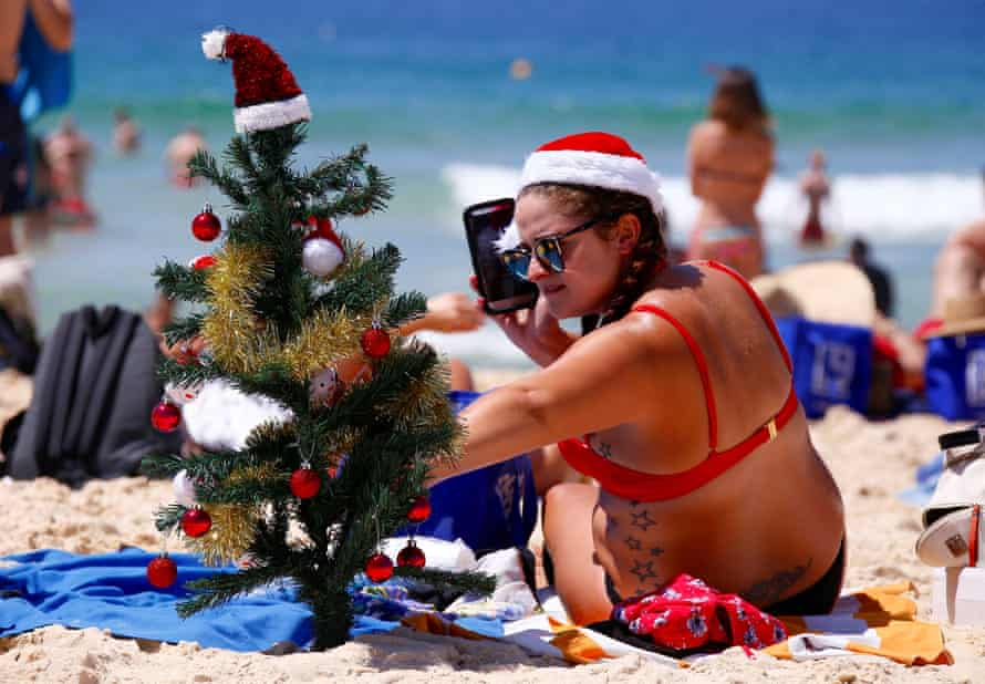 Irish backpacker Genna Woods with a Christmas tree on Sydney's Bondi Beach.