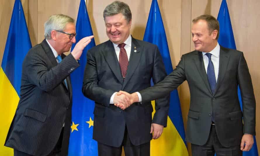 Ukrainian president Petro Poroshenko with Jean-Claude Junker (left) and EU Council president Donald Tusk (right) in March.