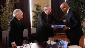 Harold Good, Matteo Zuppi and Ram Manikkalingam with the Eta file.