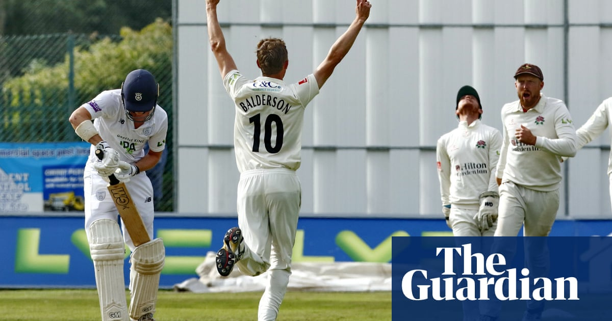 Hampshire rally in county title tussle after Lancashire dismiss them cheaply