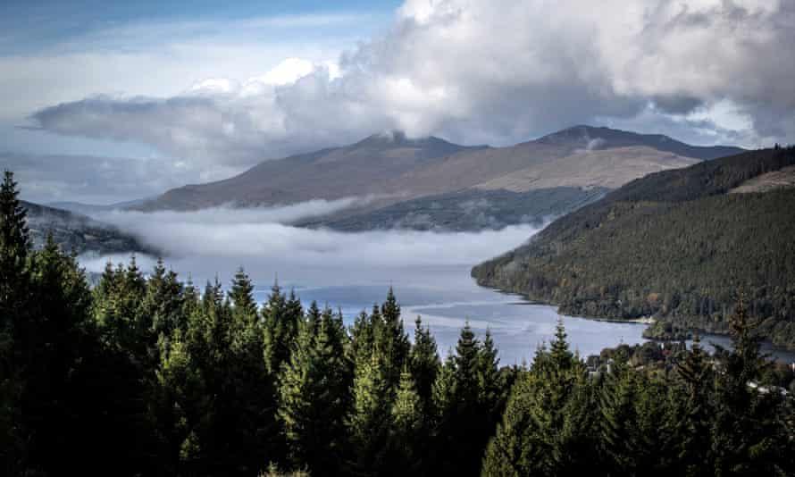 Morning mist on Loch Tay in September 2020.