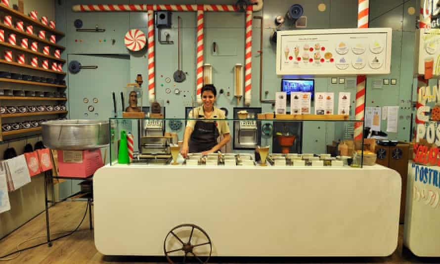 Rocambolesc ice-cream shop in Girona, created by Jordi Roca, one of the famous three Roca´s brothers, Catalonia, Spain, Europe.KP25CC Rocambolesc ice-cream shop in Girona, created by Jordi Roca, one of the famous three Roca´s brothers, Catalonia, Spain, Europe.