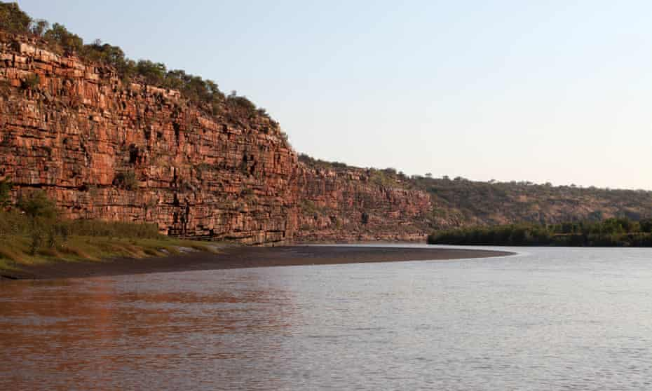The cliff face at the entrance to Oombulgurri