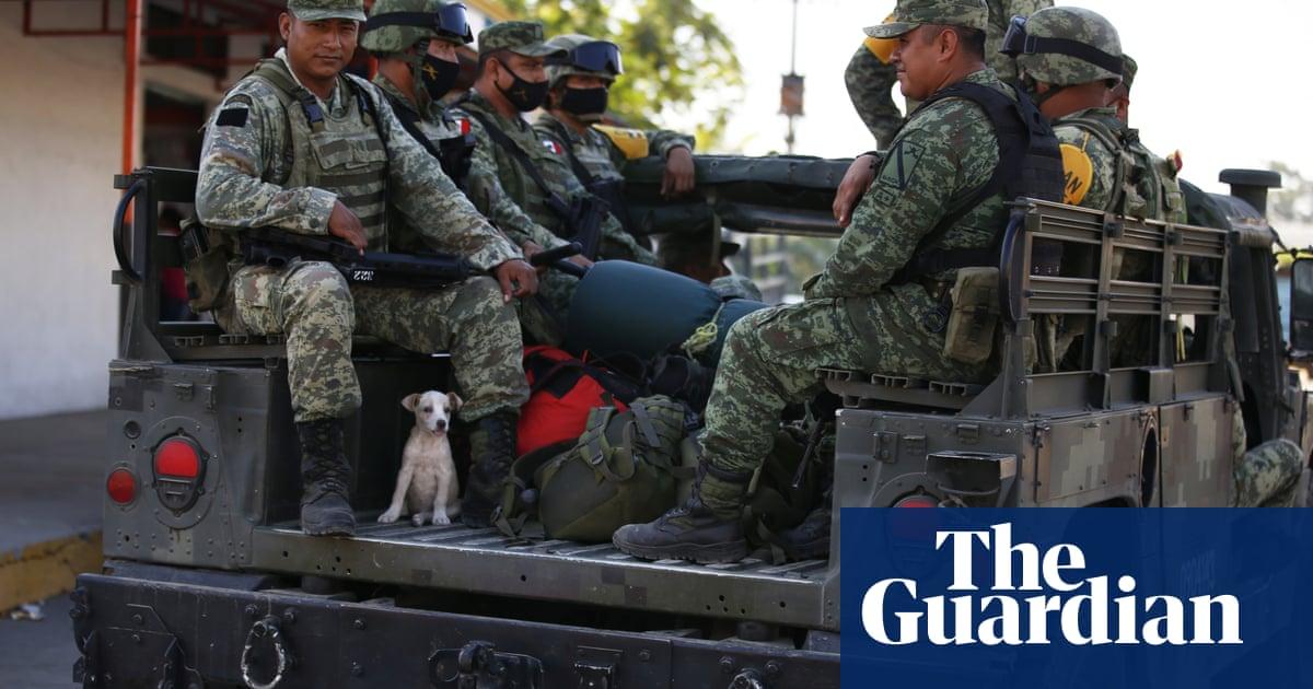 Mexikaanse troepe deur dorpenaars in beslag geneem nadat die Guatemalaanse man by 'n kontrolepunt doodgemaak het